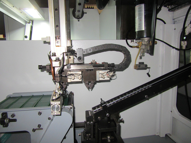GONGTIE CNC WITH GANTRY LOADER FOR SHAFT