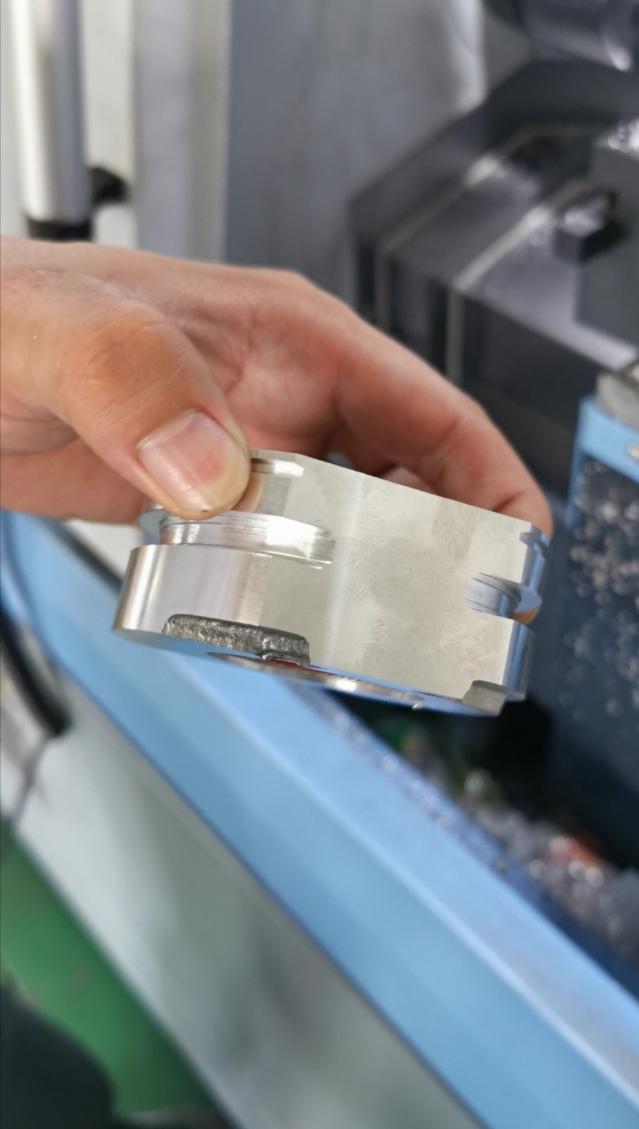 Case of safety sling bearing buckle processing